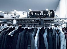 Chanel,divat,otthon- bemutatjuk Karl Lagerfeld párizsi lakását!,  #bicolor #Chanel #desing #divattervező #elegáns #fekete-fehér #KarlLagerfeld #kifinomult #kontraszt #könyvek #lakás #letisztult #otthon #Párizs #stílus #stílusos #ultramodern #űrhajó, http://www.otthon24.hu/chaneldivatotthon-bemutatjuk-karl-lagerfeld-parizsi-lakasat/