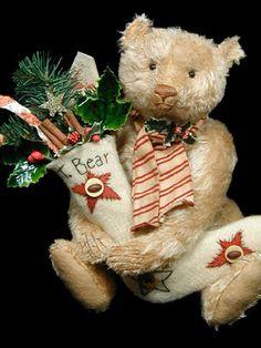 Wonderful Christmas Teddy made by Pat Murphy Of Murphy Bears // Photo via web....