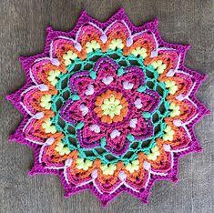 Puffy Mandala pattern by Inas Fadil Basymeleh – Ska - Crochet Crochet Afghans, Crochet Squares, Crochet Doilies, Crochet Flowers, Crochet Stitches, Crochet Granny, Love Crochet, Single Crochet, Crochet Hooks