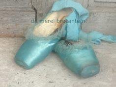 www.demerelbrocante.nl Sea Colour, Aqua Color, Ballerina Dancing, Ballet Dancers, Pointe Shoes, Ballet Shoes, Toe Shoes, Coral Turquoise, Aqua Blue