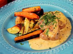 Pork fillet in creamy dragon mustard sauce Jennie Walldén Raw Food Recipes, Pork Recipes, Great Recipes, Cooking Recipes, Cooking Pork, Healthy Desserts, Dinner Recipes, 300 Calorie Lunches, Pork Fillet