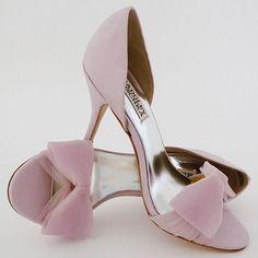 Zapatos para ir de boda en lila de Badgley Mischka. Un toque femenino para alucinar.