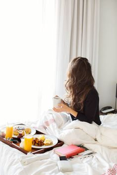 Best breakfast in bed colazione a letto Ideas Lazy Morning, Morning Coffee, Good Morning, Morning Food, Romantic Breakfast, Breakfast In Bed, Breakfast Ideas, Birthday Breakfast, Morning Breakfast