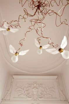 """A poetic luster: The chandelier """"Birdie's Nest"""" by Ingo Maurer flirts with moldings."""