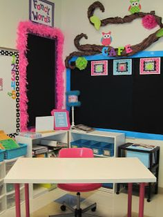 First Grade Glitter and Giggles: Classroom Makeover... cute boa border