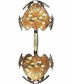 René Lalique (1860-1945). Broche Prunellier et guêpes. 1900. Or, émail, verre. Les Arts Décoratifs - Paris - France