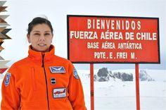 Fuerza Aérea de Chile habilita a primera mujer tripulante para operar en la Antártica