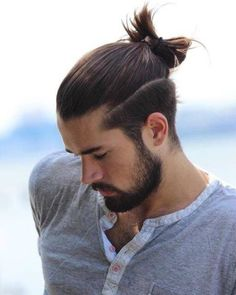 Super hairstyles for men man bun top knot ideas Man Bun Undercut, Man Bun Haircut, Man Bun Hairstyles, Man Hair Bun, Undercut Long Hair, Trendy Mens Haircuts, Trendy Hairstyles, Top Knot Men, Hair And Beard Styles