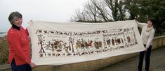 Stitchers in the tiny Channel Island of Alderney have completed the missing final piece of the famed Bayeux Tapestry. Alderney¿s tapest. Anglo Saxon Chronicle, Anglo Saxon Kings, Old English Phrases, Kate Russell, Duke William, Tapestry Wall Hanging, Wall Hangings, Latin Text, Bayeux Tapestry