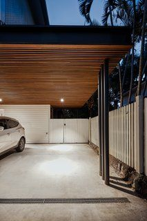 Image 22 of 27 from gallery of Keith Street House / Fouché Architects. Photograph by Andy Macpherson Car Porch Design, Garage Design, House Design, Pole Barn House Plans, Pole Barn Homes, Carport Modern, Outside House Colors, Car Shelter, Carport Designs