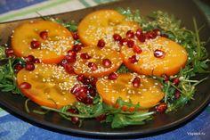 Зимой, как это ни странно звучит, тоже есть свои сезонные продукты. Представляю салат из хурмы с гранатом.  http://amp.gs/1ge9