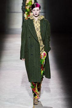Dries Van Noten Fall 2020 Ready-to-Wear Fashion Show - Vogue Fashion Week, Fashion 2020, Star Fashion, Daily Fashion, Fashion Brands, Street Fashion, Winter Trends, Dries Van Noten, Fashion Show Collection