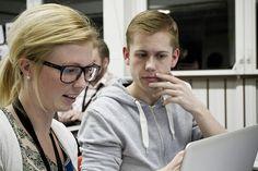 Deltagere arbejder koncentreret på BETACAMP 2012. Se flere fotos på Flickr.