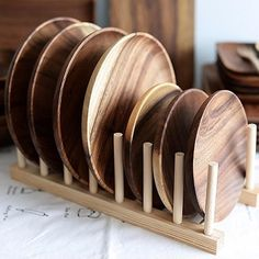 Handmade Acacia Wood Plates Pepper Vetiver We love these wooden dishes. They are perfect for any rustic or farmhouse decor styled table. Modern natural and beautiful. Spice up your kitchen/dining table now! Wooden Serving Trays, Wooden Plates, Wooden Bowls, Serving Plates, Wooden Kitchen, Dining Table In Kitchen, Kitchen Decor, Dining Ware, Wood Carving For Beginners