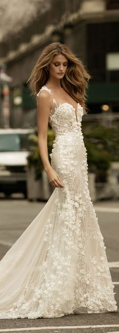Lots of beautiful texture on this classic wedding dress by @bertabridal.