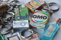 """oh ja, waar zijn ze gebleven? I collected loads and loads of keychains. The fanciest ones were the ones that had """"real stuff inside"""" My Childhood Memories, Sweet Memories, Vintage Toys, Retro Vintage, Good Old Times, My Past, My Youth, Old Tv, Long Time Ago"""