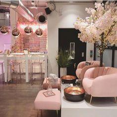 Nail Salon Design, Home Nail Salon, Nail Salon Decor, Beauty Salon Interior, Salon Interior Design, Salon Nails, Nail Salons, Luxury Nail Salon, Makeup Salon