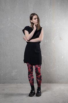 Kiehtovat sienikuvioiset legginsit/VIMMAprint by Minni Havas. Materiaali ekologisesta puuvillasta tuotettua trikoota.