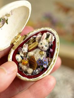 Love the face on the bunny! great easter gift for victorian vintage and antique style lovers trinket box Haunted Dollhouse, Haunted Dolls, Dollhouse Miniatures, Easter Gift, Easter Crafts, Bunny Crafts, Easter Party, Easter Decor, Easter Ideas