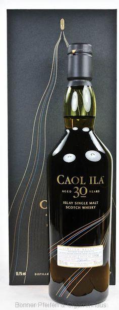Caol Ila Whisky 30 y.o. 1983. Region : Islay nur eine Flasche 55,1 % alc./vol. 0,7l mit Farbstoff Fassart : Refill amerikanische und Europäische Eichenfässer Nase : Zuckerstange, Toffee, Reispudding und ein wenig Marmelade Geschmack : Medizinisch, Melone, Mango, Leder, Sauerteig und Rauch Finish : Langer Abgang, rauchig, torfig Abfüller : Original Distilled : 1983 Bottled : 2014 30 y.o. Flaschennr.: 1708 Flaschenanzahl : 7638 Limited Release