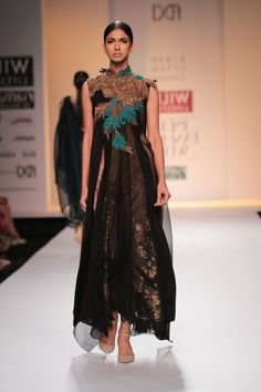 #wifw #fdci #wilfw #wifwaw14 #kiranuttamghosh #texture #elegant #exquisite #pattern #antique #paisley #torquoise #net #pants #dress #panelled
