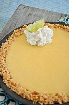 Beach Pie ~ a very popular citrus filling with saltine cracker crust staple on the coast of North Carolina.Atlantic Beach Pie ~ a very popular citrus filling with saltine cracker crust staple on the coast of North Carolina. 13 Desserts, Delicious Desserts, Dessert Recipes, Yummy Food, Italian Desserts, Plated Desserts, Lemon Recipes, Sweet Recipes, French Recipes