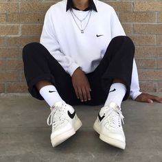 Jan 2020 - P # outfits # girls # school # school # spring # 2019 # casuales # juveniles # young # men # cute # fashion Nike Outfits, Athleisure Outfits, Athleisure Fashion, Retro Outfits, Streetwear Fashion, Cool Outfits, Skater Outfits, Batman Outfits, Scene Outfits