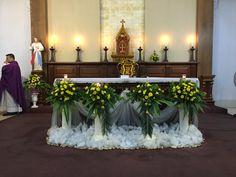 Altar Flowers, Church Flower Arrangements, Church Flowers, Floral Arrangements, Church Altar Decorations, Flower Decorations, Contemporary Flower Arrangements, Palm Sunday, Bouquet