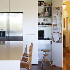 Bureau dans une armoire de cuisine