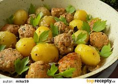 Mleté kuličky s bramborami v jedné pánvi recept - TopRecepty.cz Ramadan Recipes, Food 52, Gnocchi, Potato Salad, Food And Drink, Potatoes, Treats, Snacks, Ethnic Recipes