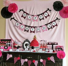 Maddycakes Muse: Barbie Themed Party. Any lil Diva would love this...esp mine. Very cute ideas!