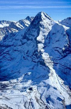 Places In Switzerland, Alps Switzerland, La Provence France, Mountain Drawing, Winterthur, Snowy Mountains, Zermatt, Mountain Landscape, Mountaineering