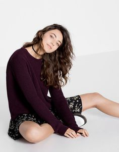 Autumn Winter 2017 new in trends for women at PULL&BEAR. Find our latest modern and alternative clothing, shoes or accessories for women. Amelia Zadro, Pull N Bear, Ideias Fashion, Sweaters, Girly, Floral, My Style, Shopping Bag, How To Wear