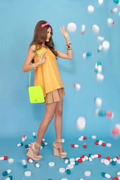 happy pills World Of Fashion, High Fashion, Neon Accessories, Neon Bag, Beauty Vitamins, Happy Pills, Valley Of The Dolls, Summer Outfits Women, Retro