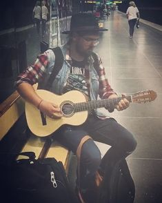 Bought this awesome sounding parlour guitar in Stockholm yesterday #stockholm #subway #music #subwaymusic #swedtone  #swedtoneguitar #livemusicphoto #travelmusic ##parlorguitar #parlourguitar #altcountry #indiemusic #folkcountry #folkmusic