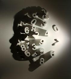 Light and shadow sculpture by New York based Japanese artist Kumi Yamashita. Yamashita creates amazing shadow art by using ordinary items and light. Kumi Yamashita, Ombres Portées, Shadow Art, Shadow Painting, Shadow Play, Japanese Artists, Light Art, Chiaroscuro, Light And Shadow