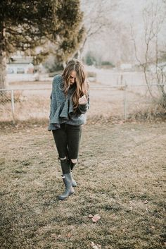 The cutest oversized ruffle sweater paired with black jeans and hunter boots! Simple yet classic.