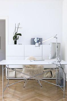 Find lampen på: http://luksuslamper.dk/shop/artemide-tolomeo-481c1.html