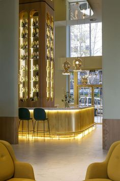 Get the best lighting and furniture inspiration for your bar project! Look for more at luxxu.net