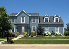 Which Siding Material Goes the Distance? Sidewalk Landscaping, Landscaping Images, Home Landscaping, Front Yard Landscaping, Landscaping Design, Vinyl Cladding, Vinyl Siding, Green Siding, Modern Front Yard