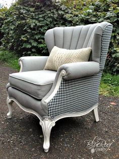 FURNITURE FEATURE FRIDAY – Favorites & Link Party... I want this chair except in Neutral(tan) and Dark Chocolate Brown
