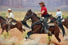 Image from http://www.hiddentrails.com/Uploads/Countries/USA/usa_arizona_utah_trails_ancient_monument_valley_ride_01.jpg.