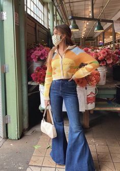 Outfits For Teens, Summer Outfits, Look Kylie Jenner, V Instagram, Teen Girl Fashion, Bell Bottoms, Bell Bottom Jeans, Style Me, Fashion Outfits