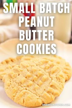 These peanut butter cookies are soft, chewy, and totally irresistible! They're made with pantry staples and no chilling of the dough is required. Packed with peanut butter flavor, these cookies are so easy to make and can be ready in minutes. Classic Peanut Butter Cookies, Best Peanut Butter, Butter Chocolate Chip Cookies, Peanut Butter Balls, Peanut Butter Cookie Recipe, Peanut Butter Chips, Natural Peanut Butter, Cookie Recipes, Baking Soda Baking Powder