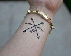 96 Inspirational Interesting Name Tattoos and Brilliant Name Tattoo Ideas Kinderinitialen Tattoos, Detailliertes Tattoo, Name Tattoos On Arm, Wild Tattoo, Couple Tattoos, Trendy Tattoos, Tattoo Fonts, Tattoo Arrow, Moon Tattoos