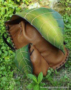 Sac à dos , esprit des bois ©Aurélie Adam - https://www.pinterest.com/artapologia/a-fleur-de-peau-leather-fairy-bags/