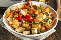 This Red Pepper Panzanella salad is about as easy as it gets. It's based on the classic Italian tomato salad, and is a cheap summer crowd pleaser. Greek Salad Recipes, Healthy Salad Recipes, Healthy Food, Eggplant Dishes, Bread Salad, Best Italian Recipes, Italian Meals, Greek Dishes, Picnic Foods