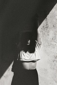 Photography Poses Women Boudoir Photos Ideas is part of Photography poses women - Shadow Photography, Self Portrait Photography, Body Photography, Portrait Photography Poses, Photography Poses Women, Photo Poses, Creative Photography, Photography Books, Grunge Photography