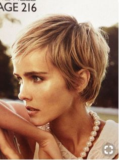 I love this cut courtesy of Vogue Australia, Decem . I love this cut courtesy of Vogue Australia, December 2013 – Gallery Ideas] Blonde Pixie, Short Blonde, Short Haircut, Pixie Haircut, Pixie Hairstyles, Cool Hairstyles, Curly Hairstyle, Hairstyle Ideas, Fringe Hairstyle