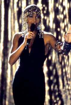 Whitney Houston effectuer dans le film à succès «The Bodyguard Beverly Hills, Beautiful Black Women, Beautiful People, Divas, I Look To You, Moda Vintage, Vintage Glam, Beautiful Voice, Female Singers
